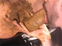 Scatporno extrem mit richtig dicker Kackwurst