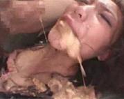 Asia Girl zum Kotzen gezwungen