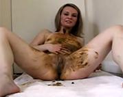 Scat Porno mit Blonder Schlampe