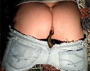 Schwuler kackt in Jeans