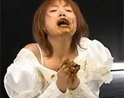 Asia Braut wird zwangsernährt