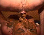 Kaviar Sklavin im Dreier zugeschissen