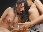 Asiatinnen beim geilen Kotzen