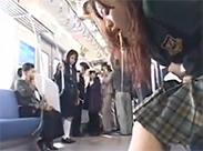 Asia Schulmädchen kotzt im Bus