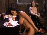 Messy Domina mit ihrer Sklavin