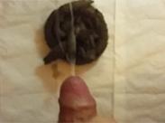 Kackhaufen wird vollgespritzt