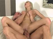 Pisse Sex mit heißer Blondine