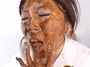 Japanerin entdeckt Kaviar Fetisch