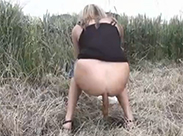 Meine Freundin beim outdoor scheissen