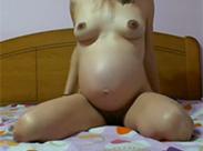Schwangere Latina kackt vor Cam