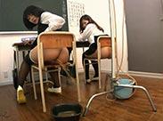 Einlauf spritzende Asia Schulmädchen