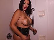 Kot Dusche für perverse Latina