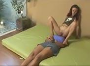 Brasilianerin furzt ihre Sklavin voll