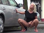 Tabulose Girls pissen im Freien