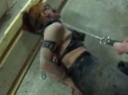BDSM Sklavin frisst Scheisse
