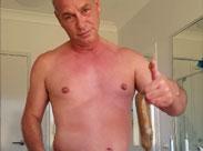 Geiler Gay Typ scheisst in ein Kondom