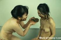 Japanische Schulmädchen beim Kaviarsex