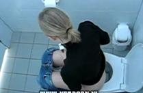 Scheissende Frauen heimlich gefilmt
